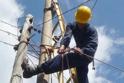 20201118154534-trabajadores-electricos.jpg