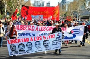 manifestacion-en-argentina-por-los-cinco-5