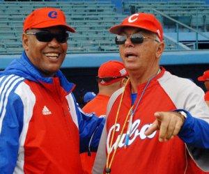 Jorge Fuentes junto a Víctor Mesa. FOTO: Juan Moreno