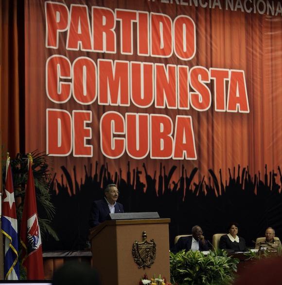Raúl en la Clausura de la Primera Conferencia Nacional. Foto: Ismael Francisco