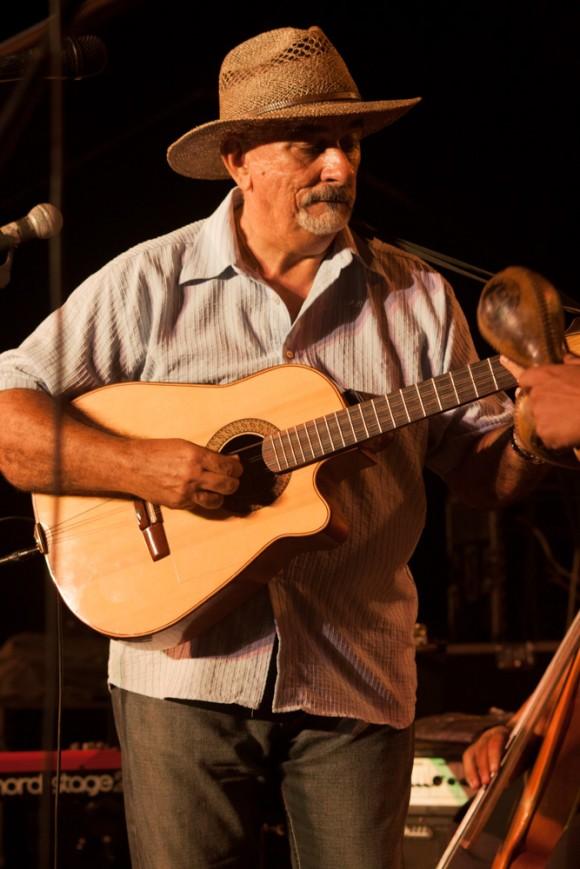 Pancho Amat durante presentación en El Chico como parte de la Gira por los barrios.