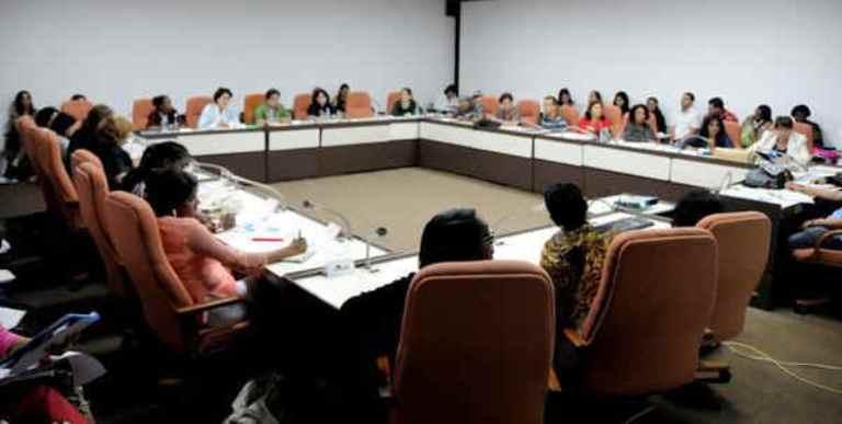Comisión parlamentaria dedicada a la niñez, juventud y la igualdad de derechos de la mujer. FOTO: AIN