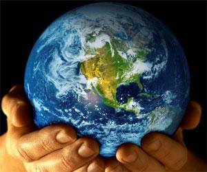 planeta-tierra-manos-hombre