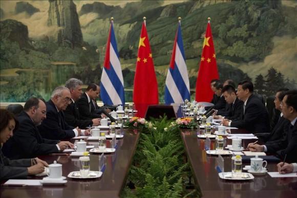 Xi Jinping recibe en Pekín al primer vicepresidente cubano, Miguel Díaz-Canel