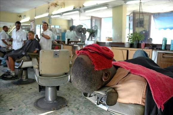 Barbería en La Habana. Foto: EFE