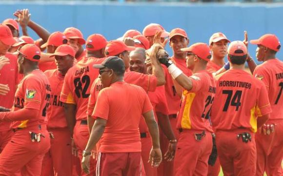El equipo de Matanzas igualó a dos la serie de play off occidental frente a Industriales, al derrotarlo cuatro carreras por dos, en el estadio Latinoamericano, en La Habana, el 13 de mayo de 2012. Foto: Marcelino Vázquez Hernández/AIN
