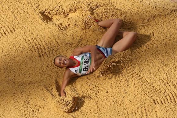 Jessica Ennis de Gran Bretaña durante la competición de salto de longitud. Foto: IAN WALTON (GETTY IMAGES)