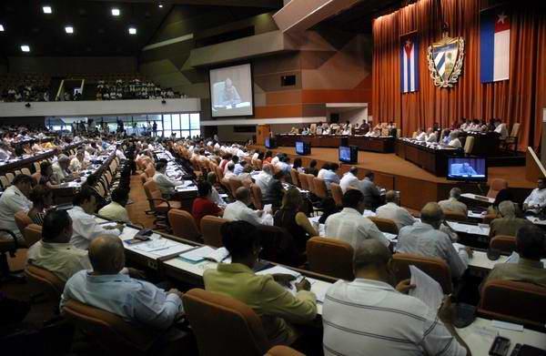 Parlamento cubano debate en comisiones