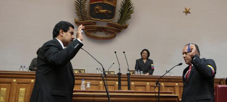 Maduro juramenta como presidente