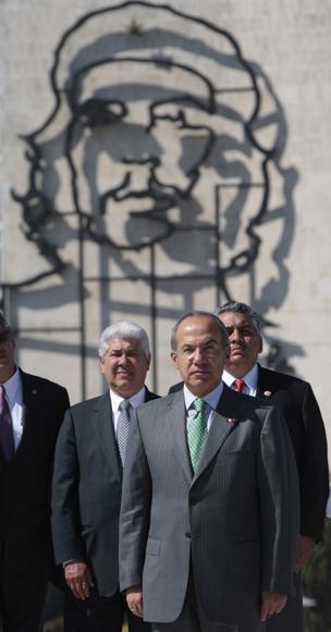 Deposita Ofrenda Floral a Jose Marti, el presidente de México Felipe Calderón. Foto: Ismael Francisco/Cubadebate
