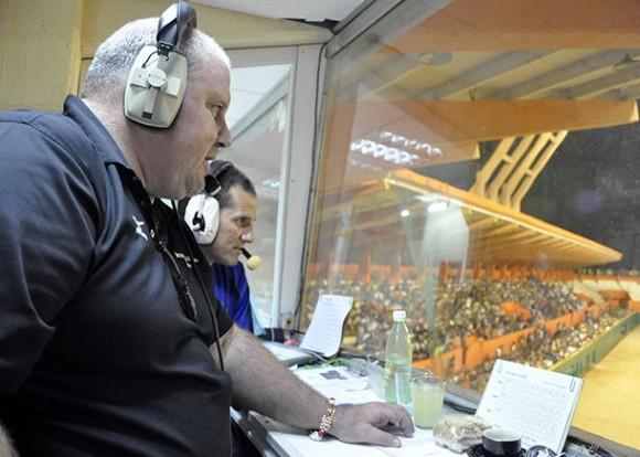 Luis César Valdés, se une a la dupla de narradores deportivos de la CMHW, Normando Hernández y Osmany Valdés. Foto: Periódico Vanguardia