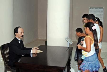 Escultura de José Martí, Apóstol de la independencia cubana