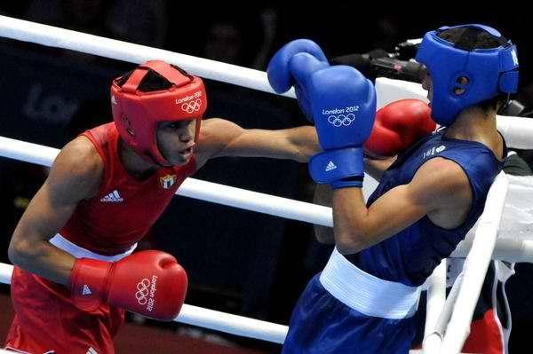 Robeisy Ramírez (I), de la división de los 52 kilogramos, garantizó hoy la tercera medalla de bronce del boxeo cubano en los XXX Juegos Olímpicos de Londres, al vencer en cuartos de final al británico Andrew Selby, en el ExCel Center Arena 2 Sur, en Ingla