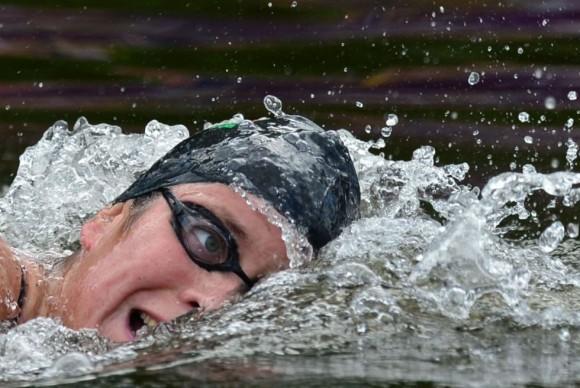 La húngara Eva Riszto nadando durante los 10 kilómetros de la maratón. Foto: LUIS ACOSTA (AFP)